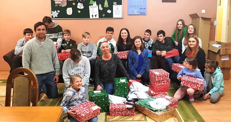 Kinderheim Weihnachtsgeschenke.Child Family Foundation Und Myworld Beschenkten Kinder In