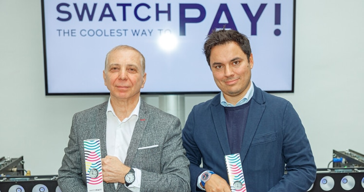 Swatch Österreich Boss Helmut Saller und Wirecard Managing Director Curt Chadha präsentieren die neue Swatch Pay